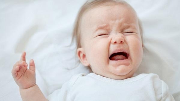 زمان گریه کردن کودک چه کار های باید بکنیم؟