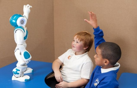 استفاده از یک ربات انسان نما در بهبود مهارت های اجتماعی کودکان درخودمانده