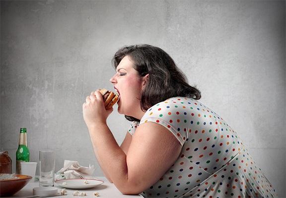 پرخوری چه عوارضی را ایجاد میکند؟ بشناسید
