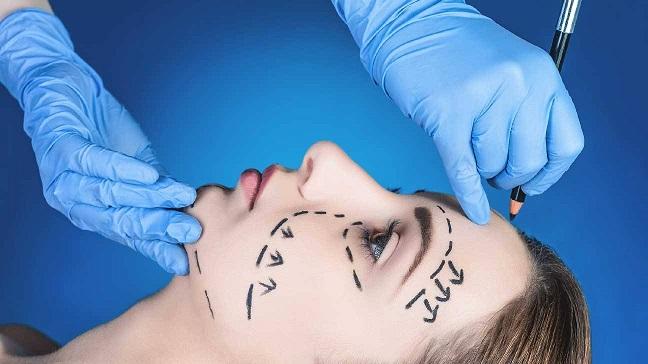چند عمل جراحی زیبایی رایج بین زنان است ؟