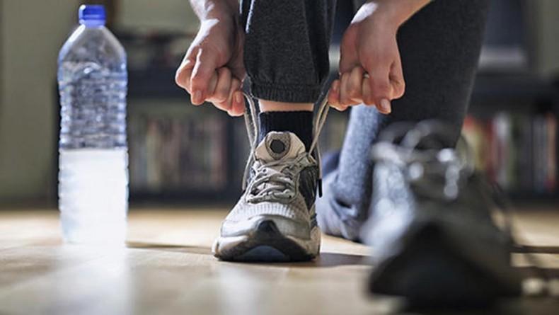 کفش ورزشی نامناسب چه ویژگی های را دارند