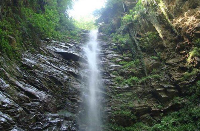 آبشار ورسک در شرق روستای ورسک