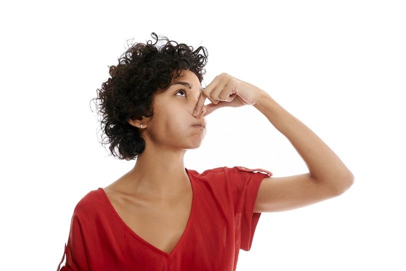 علت بوی بد دهان در صبح چیست؟